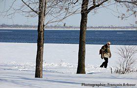 Paysage d'hiver au bord de l'eau. Crédit photo François Arbour