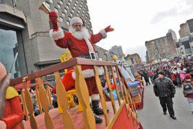 Une parade du Père-Noël qui enclavait des résidents