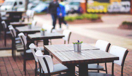 city-restaurant-lunch-outside[1]